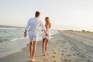 Pareja en la playa para Alcanda Matchmaking Blog